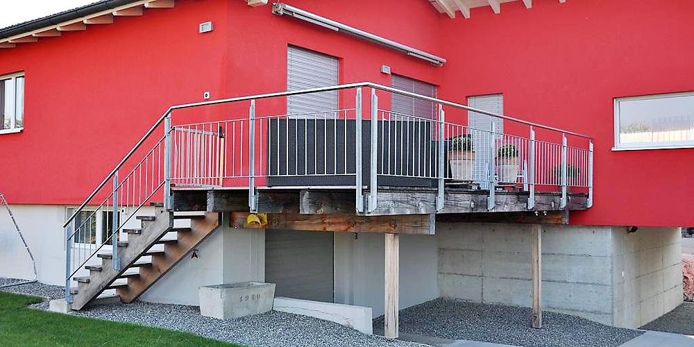 gel nder f r balkone und treppen. Black Bedroom Furniture Sets. Home Design Ideas